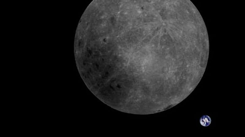 Water molecules moving  around on Moon spotted