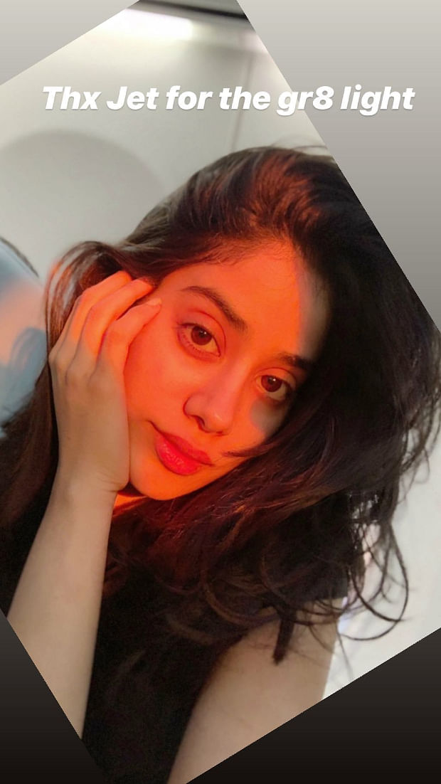 In Pics: Janhvi Kapoor shows the real struggle to take perfect candids
