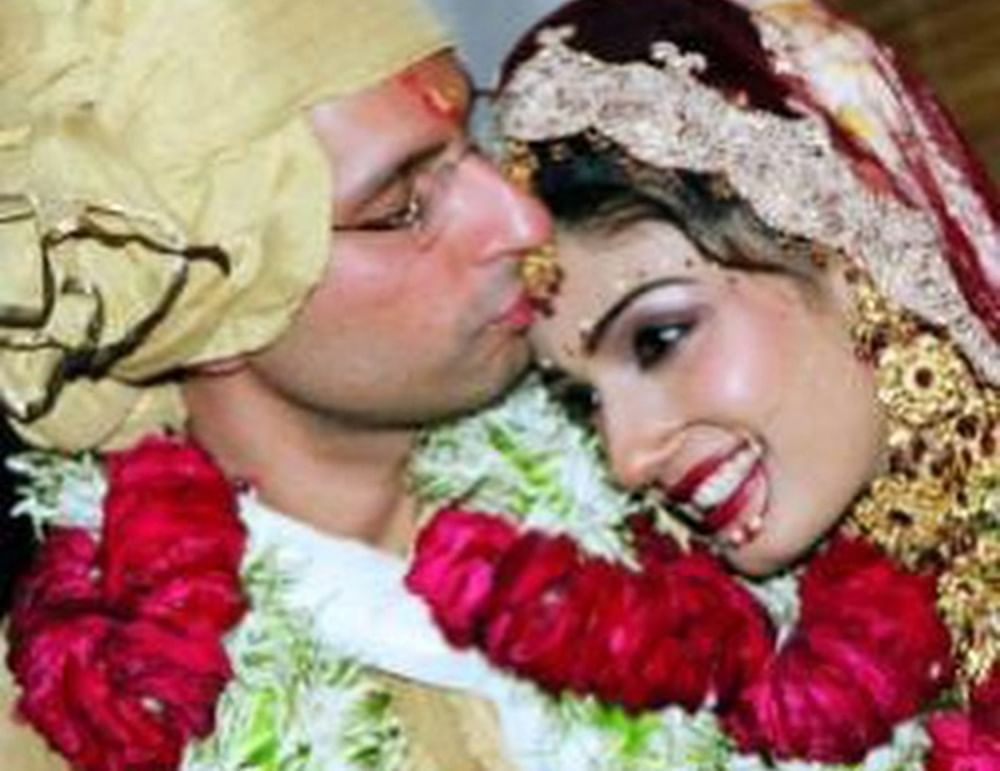 Raveena Tandon shares wedding pictures with hubby Anil Thadani on their 15th anniversary