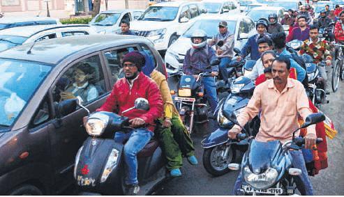 Bhopal: One-way violations an everyday affair on Sadar Manzil Rd