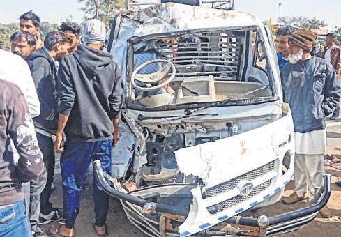 Indore: Student dead, over a dozen hurt as van hits tanker