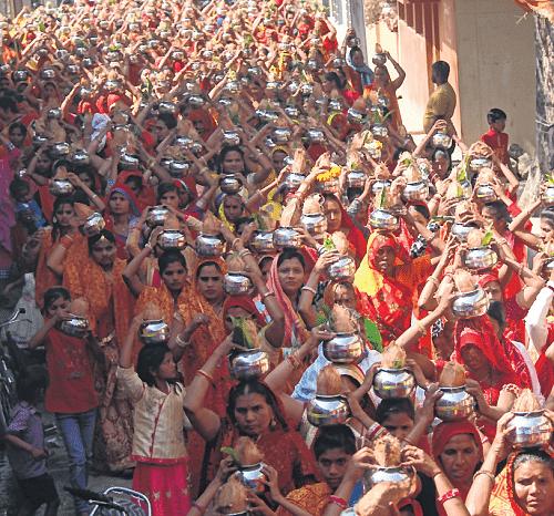 Indore: On Narmada Jayanti, water flows into Nipania townships