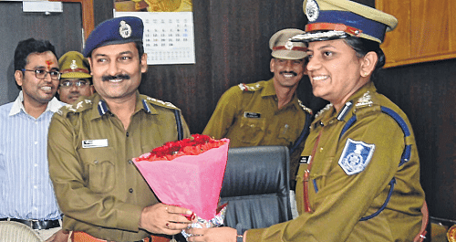 Indore: 'People should feel police presence'