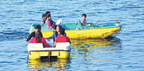 Bhopal: Boating at Upper Lake poses risk to visitors lives