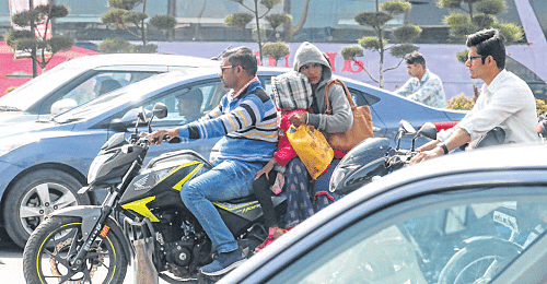 Indore: Truant weather leads to ailments