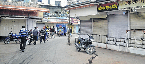 Bhopal: Traders pay tributes to martyred jawans, keep shutters down