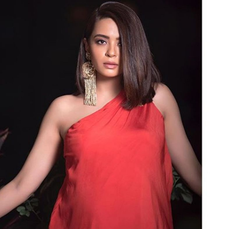 Soon-to-be mom Surveen Chawla flaunts baby bump in red gown; see pictures