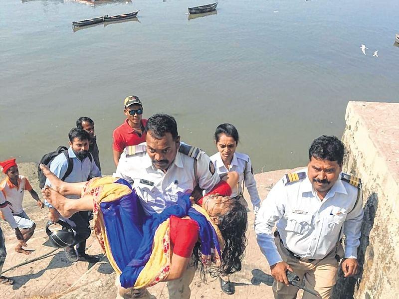 Mumbai: 32-year-old woman jumps off Vashi bridge, rescued