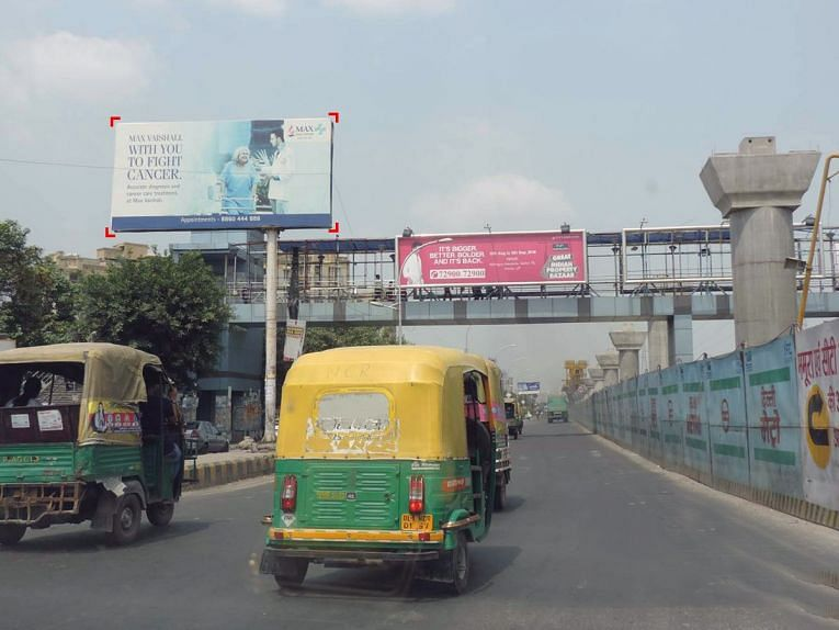 Bhopal: Advertisement boards pose risk to commuters