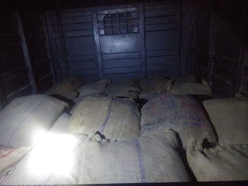 Kolkata police seize vehicle carrying 1000 kg explosives, 2 arrested