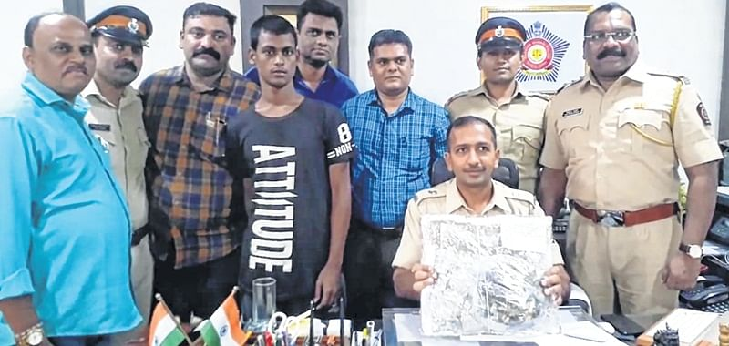 2 employees of jewellery store held for theft from West Bengal