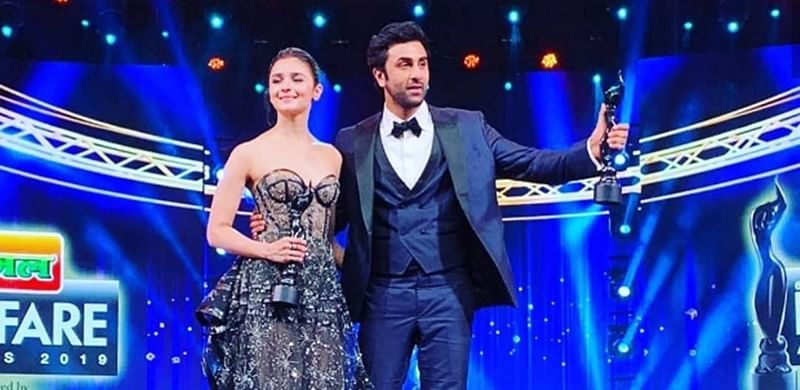 Filmfare Awards 2019: Alia Bhatt says 'I love you' to Ranbir Kapoor causing him to blush endlessly