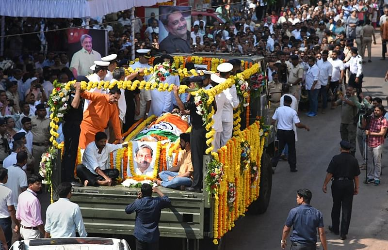 Manohar Parrikar's funeral procession begins in Panaji, thousands join cortege
