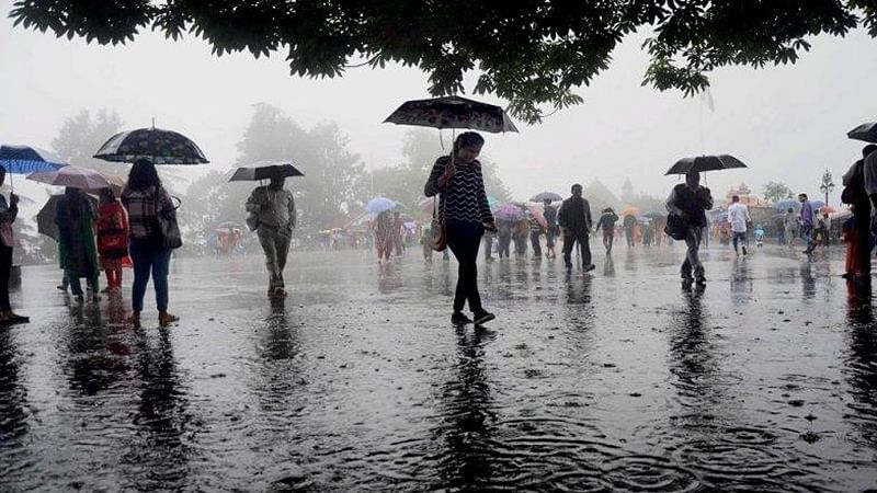 Rain lashes in parts of Delhi, 11 flights diverted