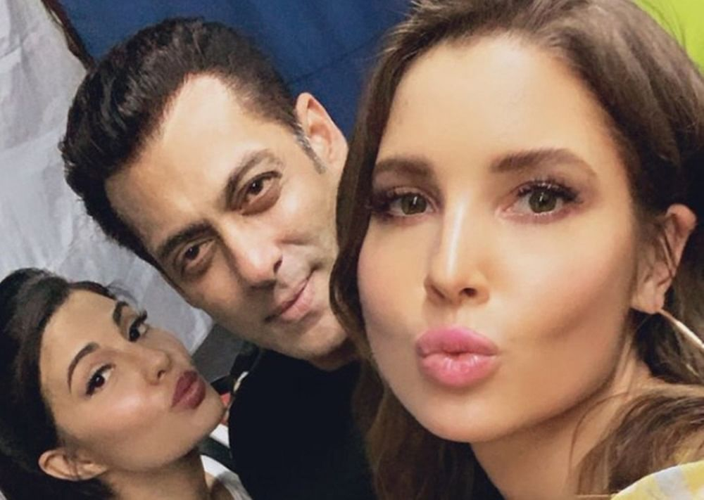 In Pic: Salman Khan hangs out with Jacqueline Fernandez and her doppelganger Amanda Cerny