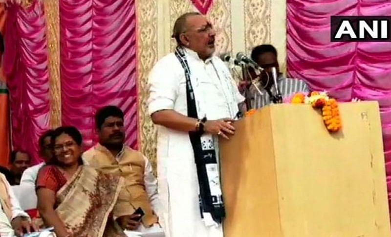 Union Minister Giriraj Singh shares stage with Muzaffarpur shelter home convict Manju Verma in Begusarai