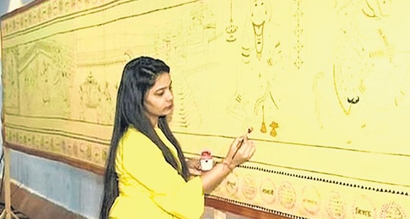 Mumbai artist depicts life of Rajmata Jijabai on 125-ft-long saree
