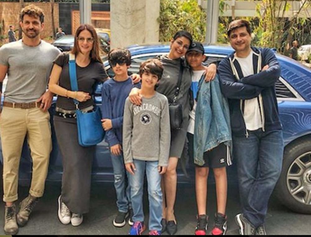 In pics: Sonali Bendre's lunch outing withHrithik Roshan,Sussanne Khan andGoldie Behl