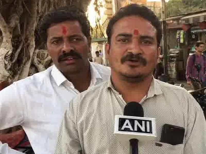Indore: Case filed against Congress workers for pasting 'chowkidar chor hai' posters on train