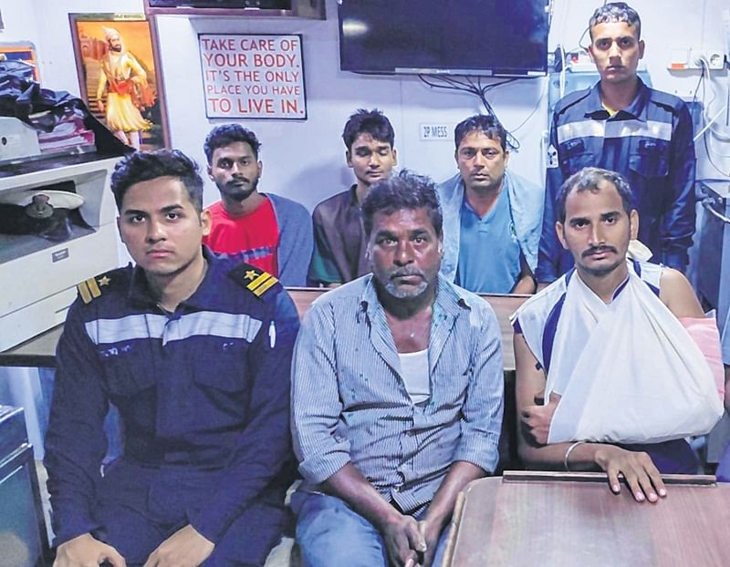 Mumbai: Fisherman feared drowned after boat capsizes; 6 saved