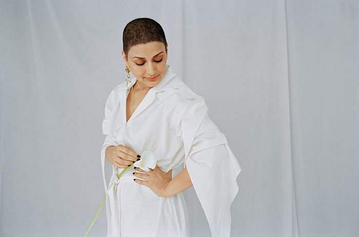 This new picture of Sonali Bendre showing off her cancer surgery scar proves beauty has no limit