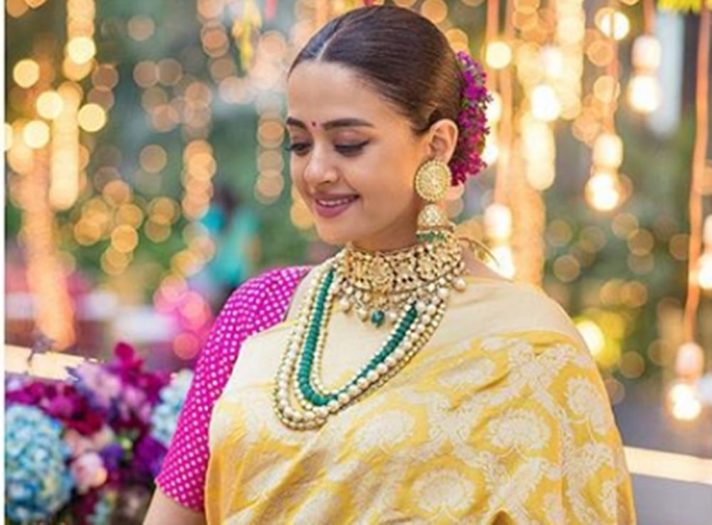 Soon-to-be mom Surveen Chawla is glowing in her 'Godh Bharai' pictures