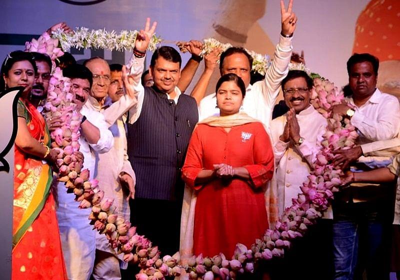 Lok Sabha elections 2019: CM Devendra Fadnavis hits back at Raj Thackeray and Rahul Gandhi calls them entertainers