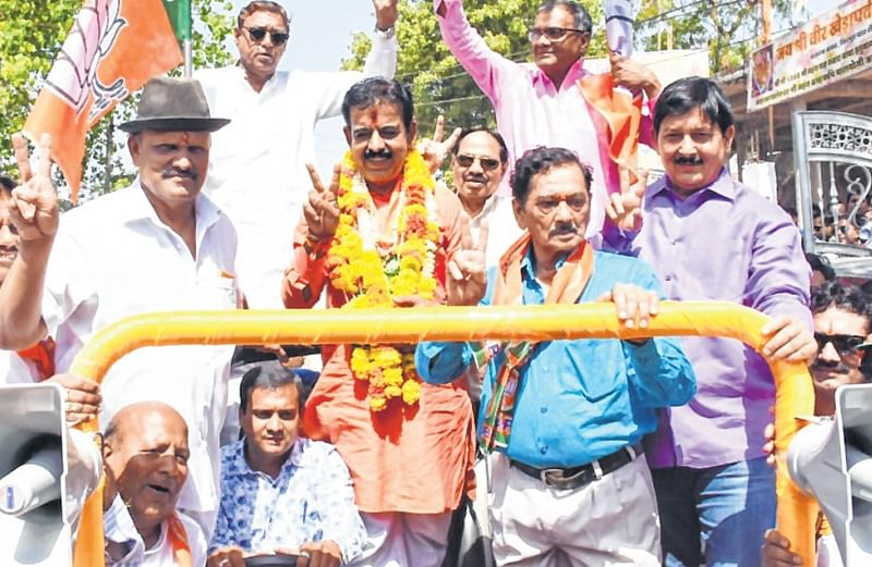 Indore: Rivals campaign for Lalwani