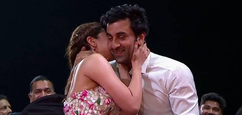 Alia Bhatt-Ranbir Kapoor's awkward kiss at Zee Cine Awards 2019 goes viral