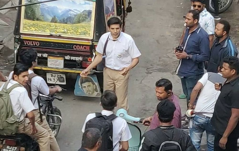 Leaked Pic! Kartik Aaryan to play a school kid in Imtiaz Ali's 'Love Aaj Kal' sequel