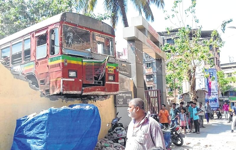 Thane: TMT bus dashes into depot wall damages three vehicles, no casualty
