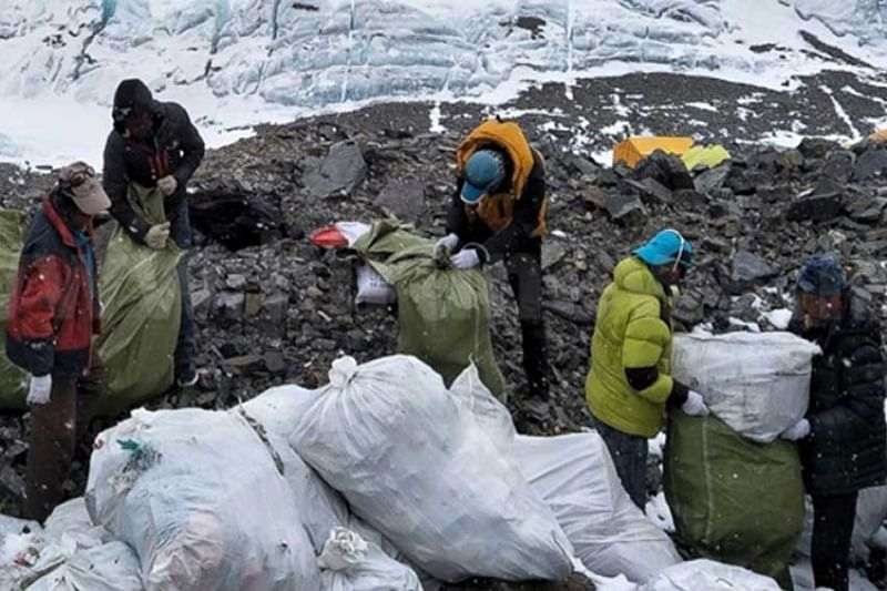 3,000 kgs of garbage from Everest