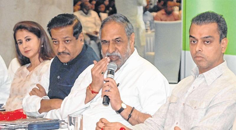 Mumbai: PM Modi Governmentt in 'departure lounge'