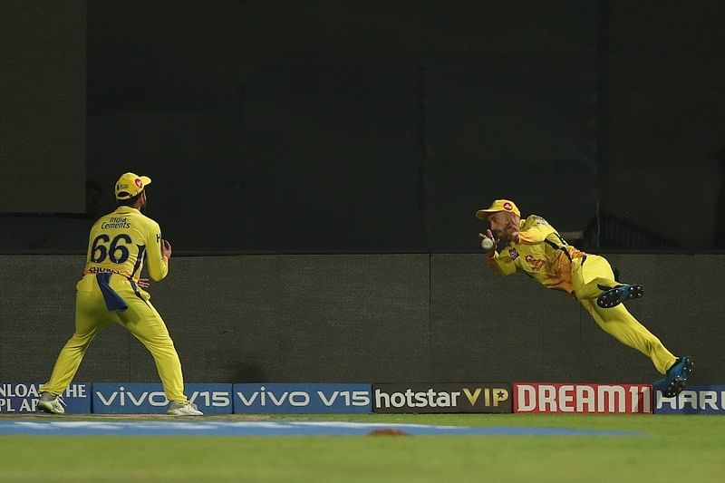 Fabulous fielding! Faf du Plessis, Dhruv Shorey team up to take fantastic relay catch near boundary, watch video