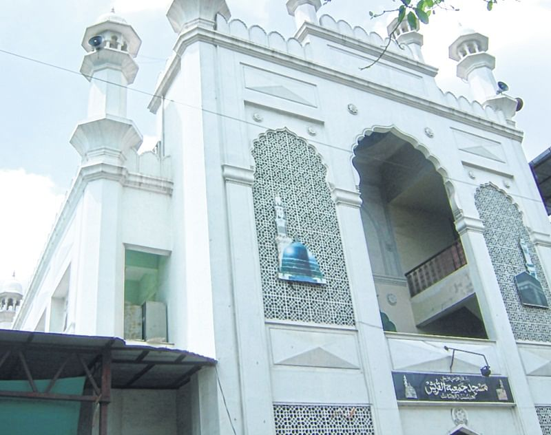 Pune couple happy after SC notice to Centre on Muslim women's entry into mosques