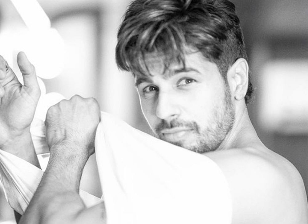 This pic of Sidharth Malhotra putting on a shirt has made our weekend better