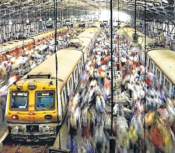 Mumbai: Women commuters stage rail roko at Diva station