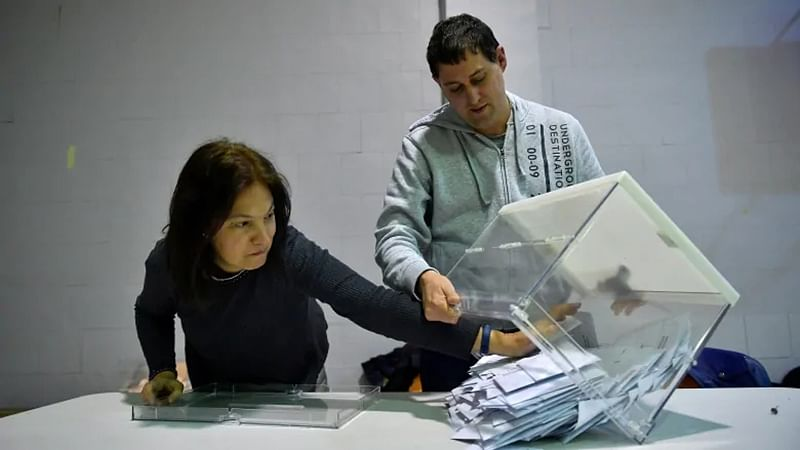 Spain votes in early poll