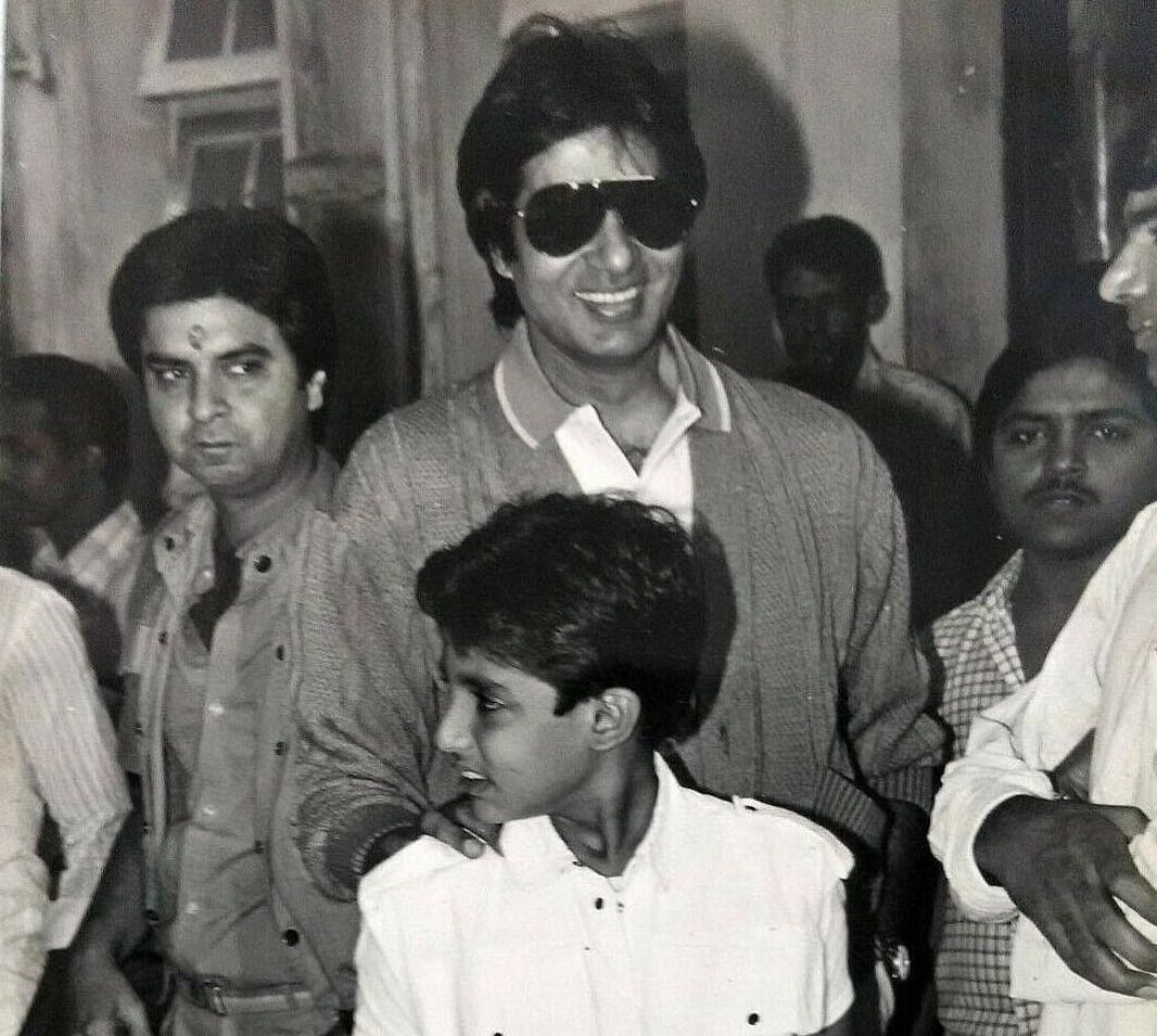 This monochrome picture of Amitabh Bachchan with Abhishek is winning hearts