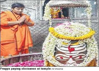 Sadhvi Prgya Thakur pays obeisance to Lord Mahakal