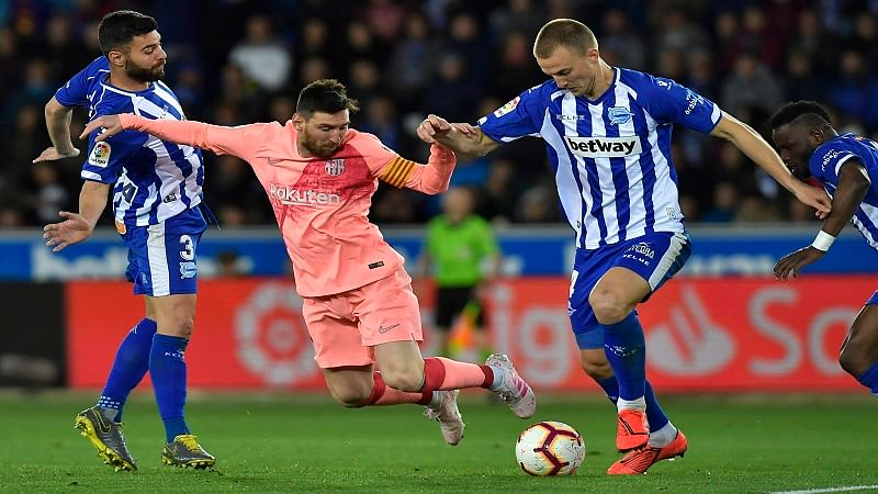 Barcelona forward Lionel Messi fights for the ball against Deportivo Alaves Rodrigo Ely.