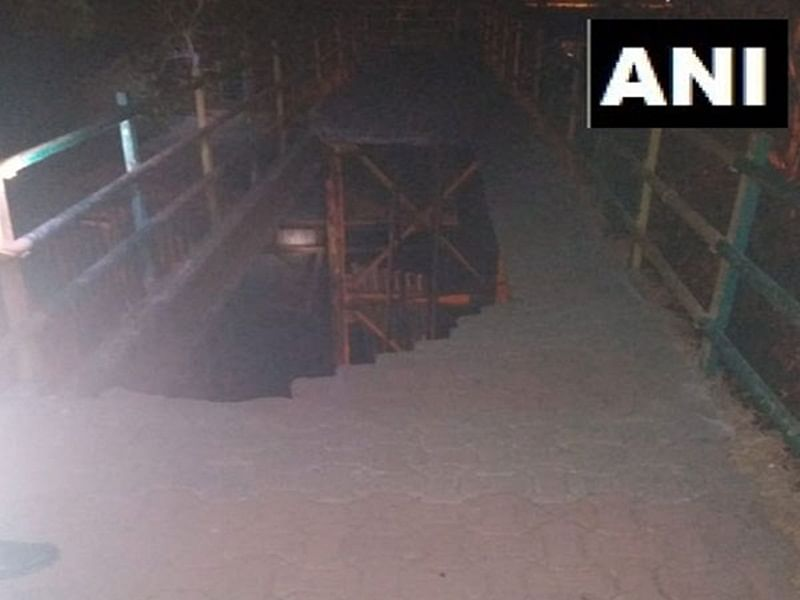 2 injured after part of foot-over bridge collapses in Navi Mumbai's Vashi