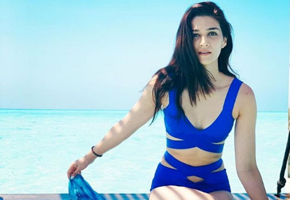Kriti Sanon in a royal blue monokini will drive away your Monday Blues