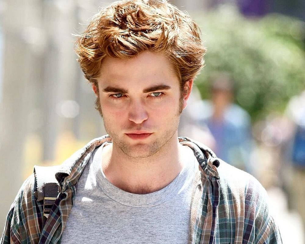 Robert Pattinson in negotiations to play Batman in upcoming Warner Bros. film