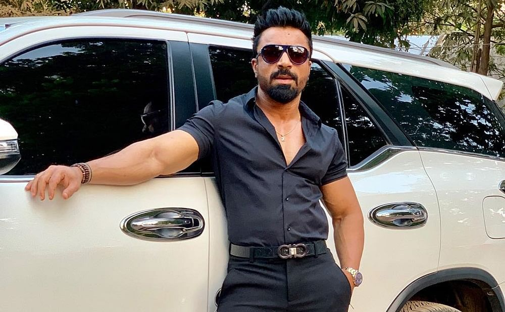 FIR registered against Ex-Bigg Boss contestant Ajaz Khan for alleged assault