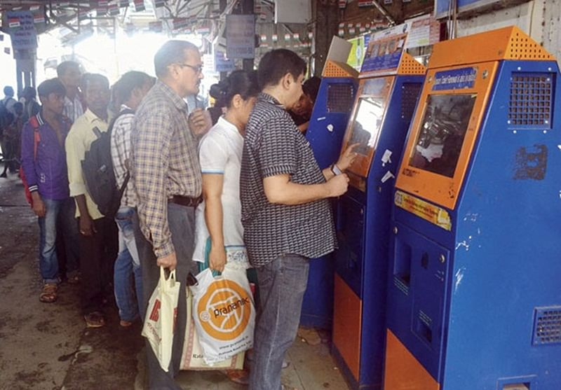Mumbai: Soon, commuters can use debit, credit card to buy railway tickets through vending machines
