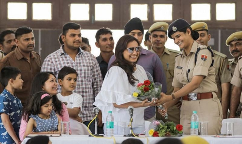 Rani Mukerji meets the police force at Kota while shooting for Mardaani 2