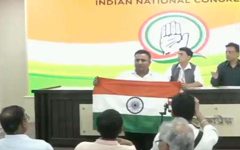 Watch: Man disrupts Congress' press conference in Delhi, chants 'Vande Mataram, Bharat Mata ki jai'