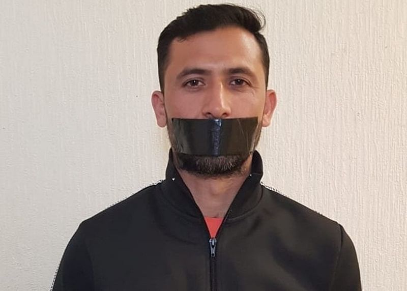 With black tape on mouth, Pakistan pacer Junaid Khan opposes his omission from World Cup 2019 squad