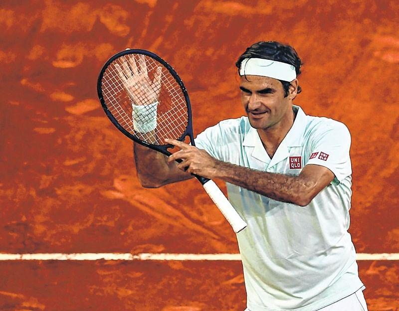 Roger Federer wins opener on clay